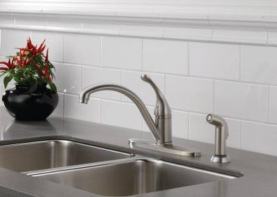 Delta-Collins-Single-Handle-Kitchen-Faucet-with-Spraying-Brill