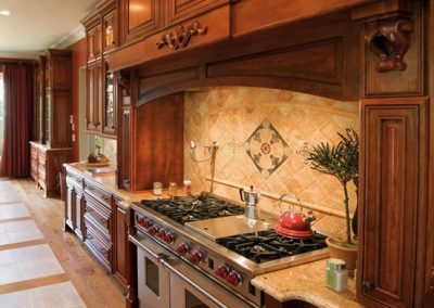 Kitchen-Kemper-Cherry-Cabinets-in-Traditional-Kitchen